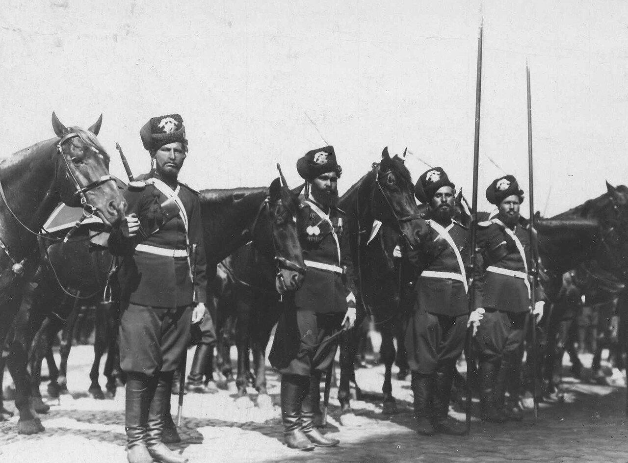 95. Спешившийся отряд лейб-гвардии Атаманского полка, сопровождавший Р.Пуанкаре во время его пребывания в России