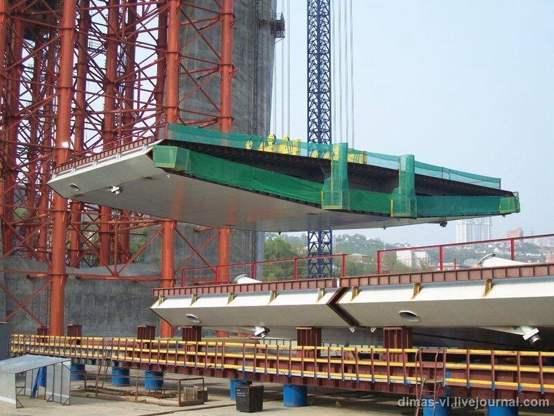 Подъем 2-й секции центрального пролета моста через б.Золотой Рог во Владивостоке 7-июня-2011г