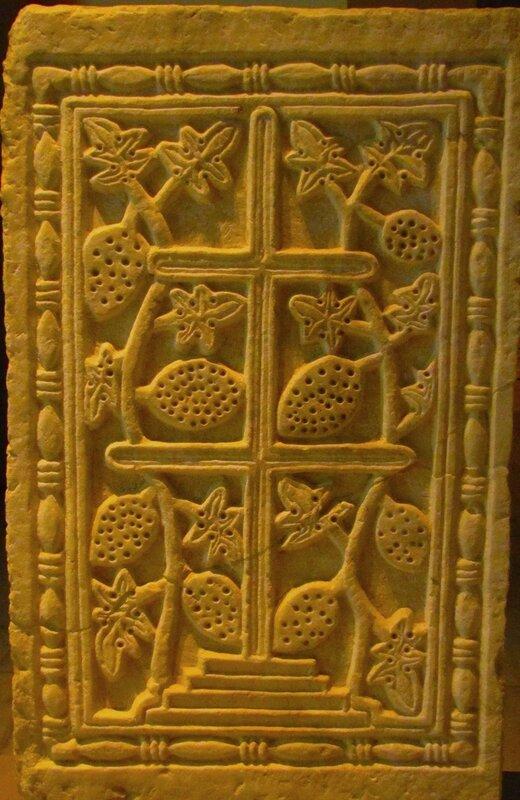 Византия. Рельеф крест и виноград.