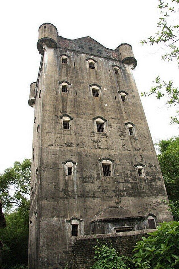 Башни Дяолоу в Кайпине. Китай
