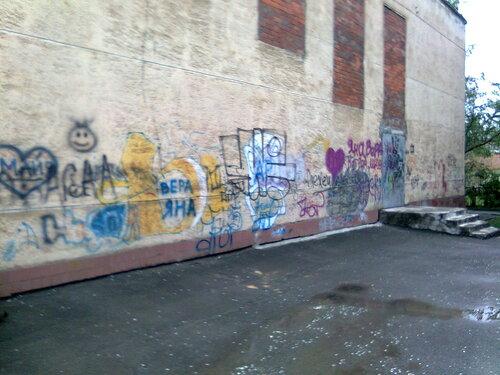 Стена музыкальной школы
