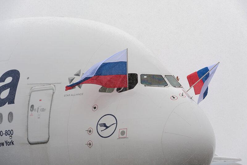 37a27828b07a1 Его высота составляет 24 метра, а длина и размах крыла свыше 70 метров. Вес  пустого самолёта - 260 тонн. Вместимость - 525 пассажиров в салоне ...