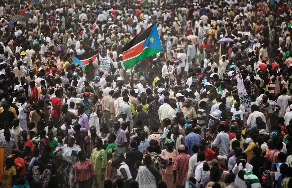 10. Толпа на праздновании Дня независимости в Джубе. Южный Судан поднял свой национальный флаг вперв