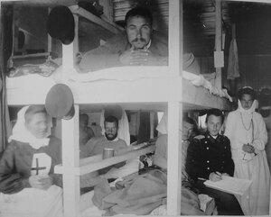 Больные и раненые в палате баржи-лазарета Санкт-Петербургского купечества