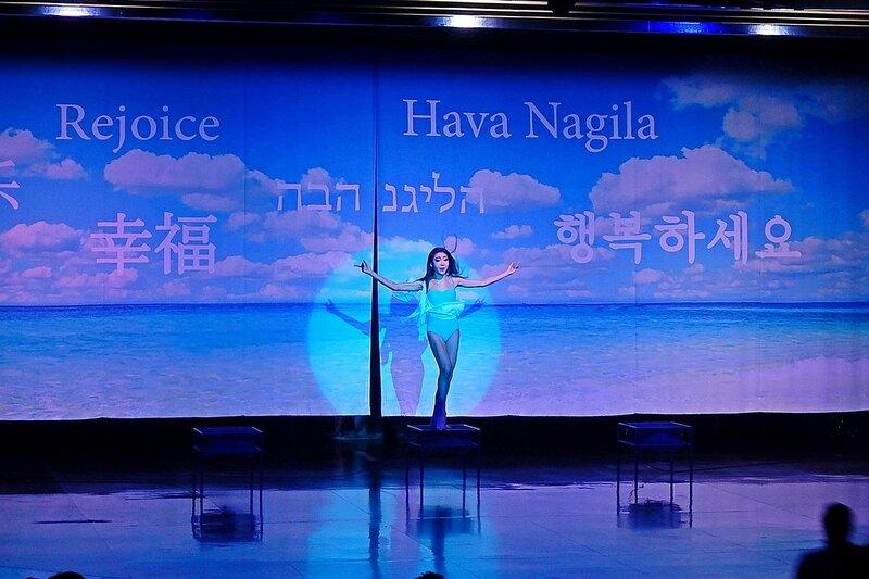 Hava Nagila на сцене травести-кабаре «Калипсо» (Бангкок)