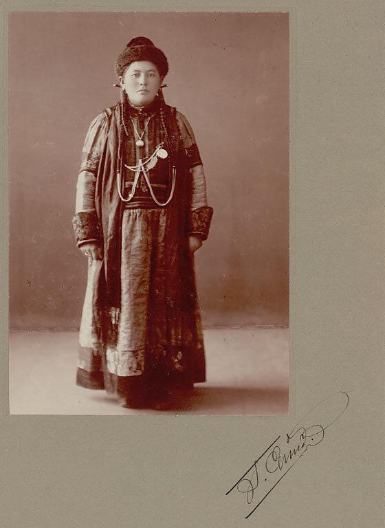 Жена урянхайского шамана