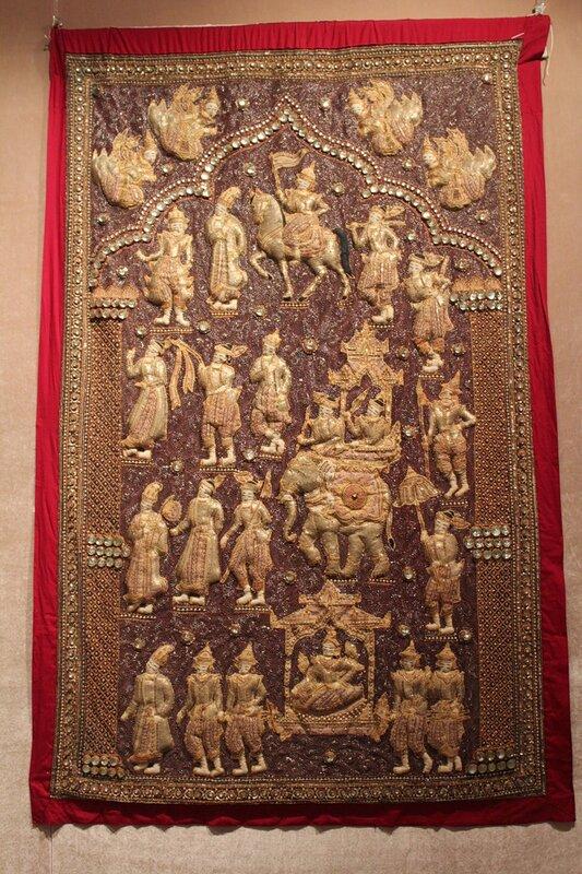Панно с изображением королевской процессии