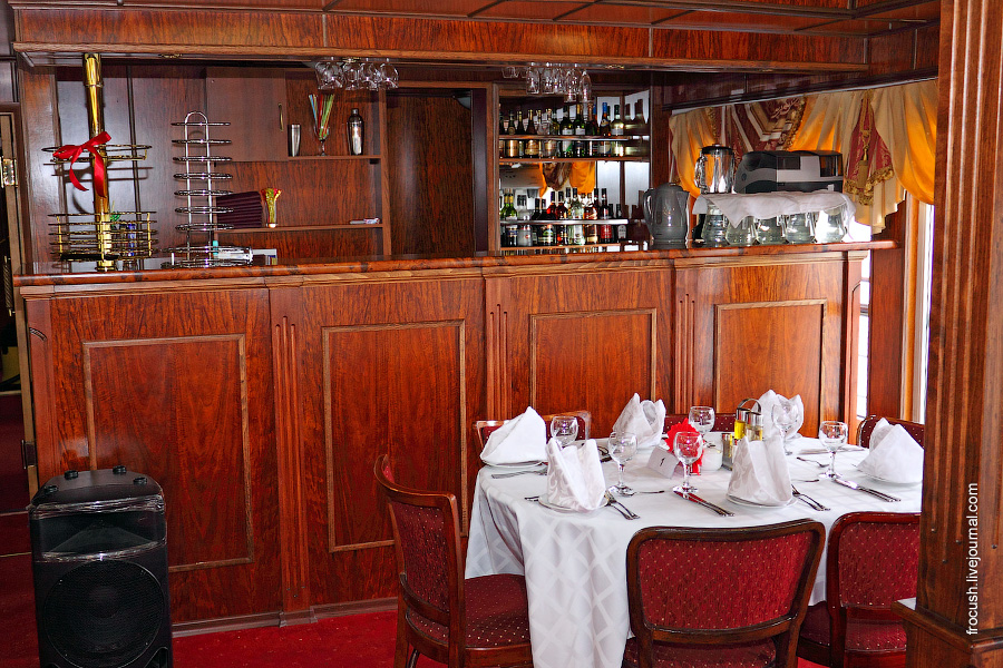 Панорамный ресторан на 60 человек в носовой части шлюпочной палубы теплохода «Карл Маркс»