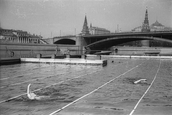 Соревнования по плаванию в Москве-реке