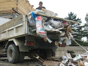 Во Владивостоке продолжается уборка стихийных свалок