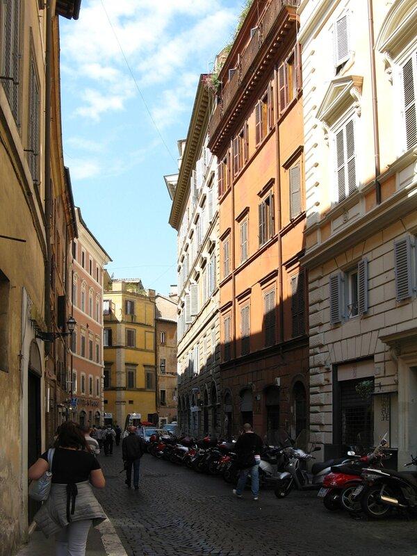 Рим. Улица мраморной ноги (Via di Piè di Marmo)