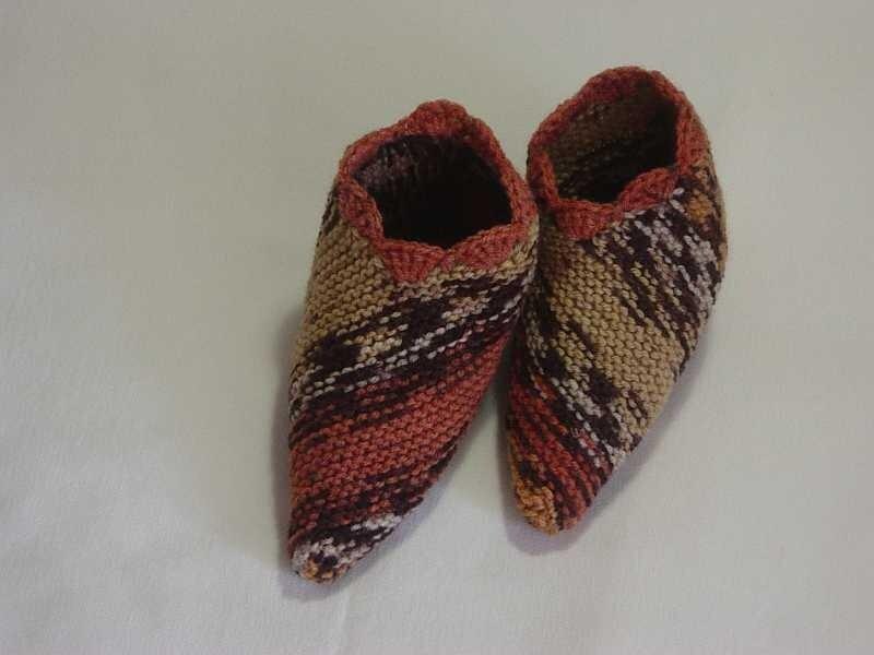 Прямоугольные тапочки: вязание спицами.