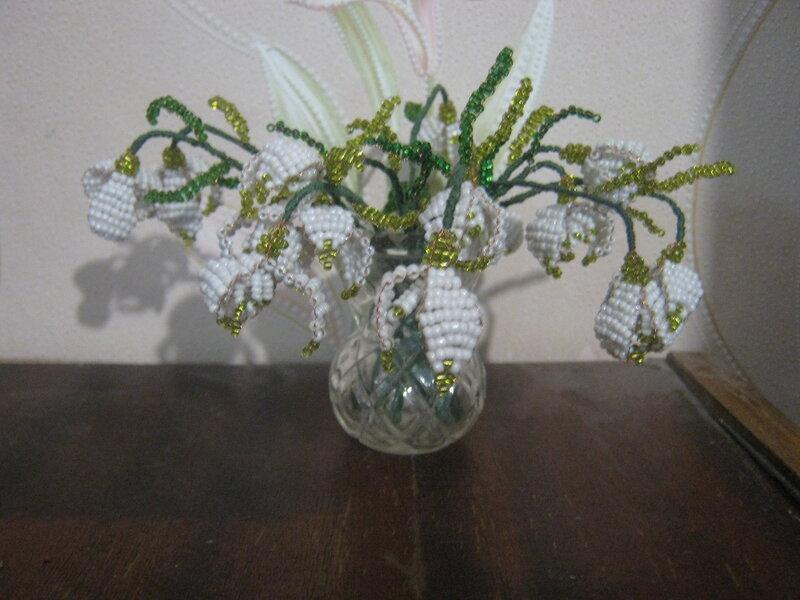 Схема. цветы из бисера.  К 8-му Марта у меня на полочке появились мои первые бисерные цветы - подснежники...