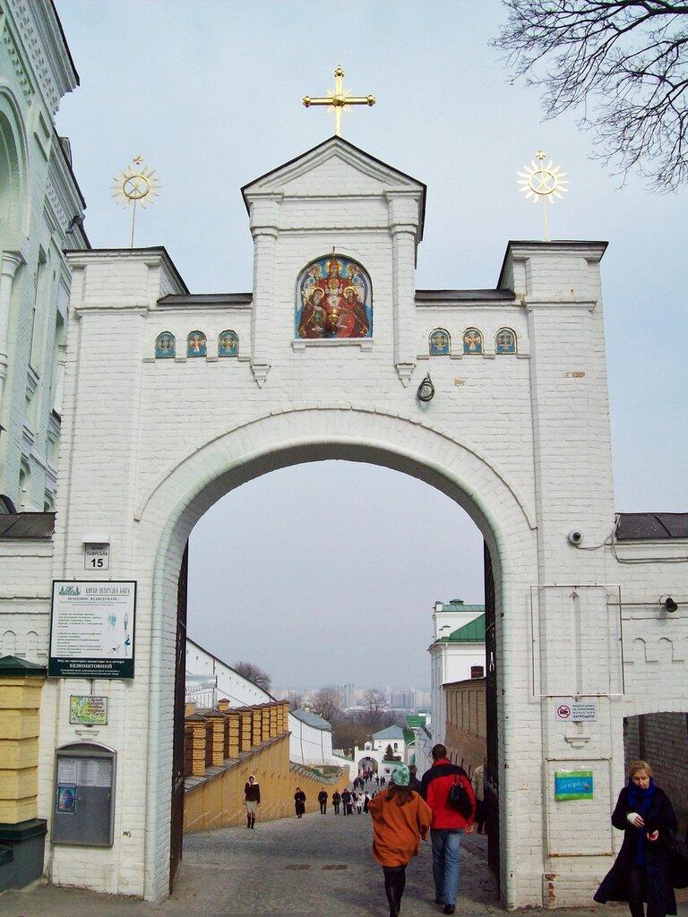 Западные врата Нижней лавры