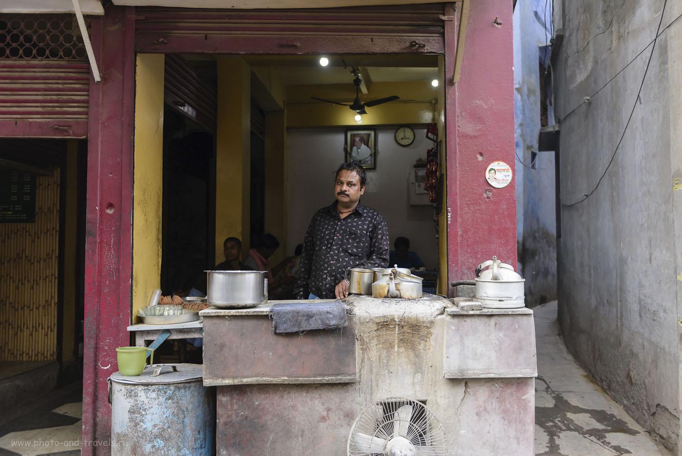 Фото 5. Хозяин уличного кафе в Варанаси. Тур в Индию. Отзывы туристов. 1/100, -0.33, 2.8, 250, 32.