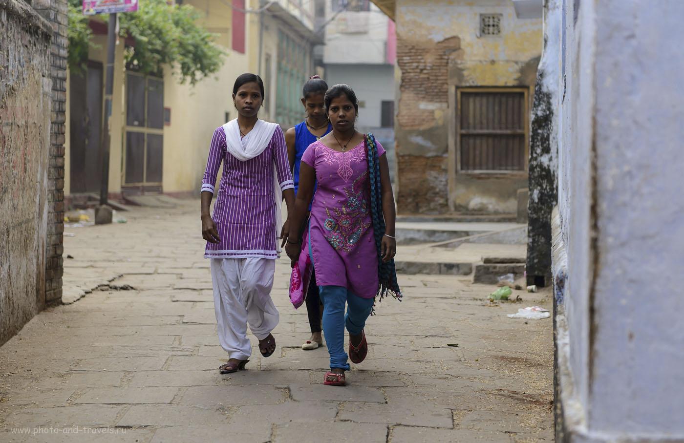 """Фото 2. Слева – ворота отеля """"Сингх Гэстхаус"""" в Варанаси. Отзывы туристов об отдыхе в Индии. 1/500, 2.8, 250, 70."""