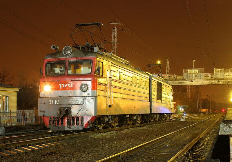 ВЛ10-597 на станции Нахабино