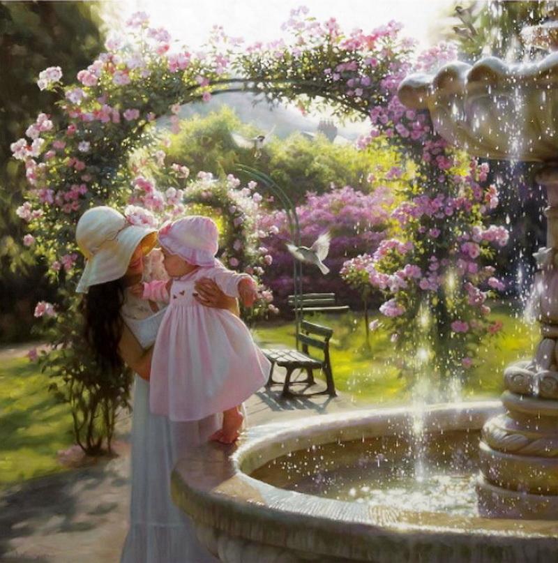 Фото Мама с дочкой у фонтана в солнечном парке.