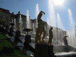 фонтан в контровом свете