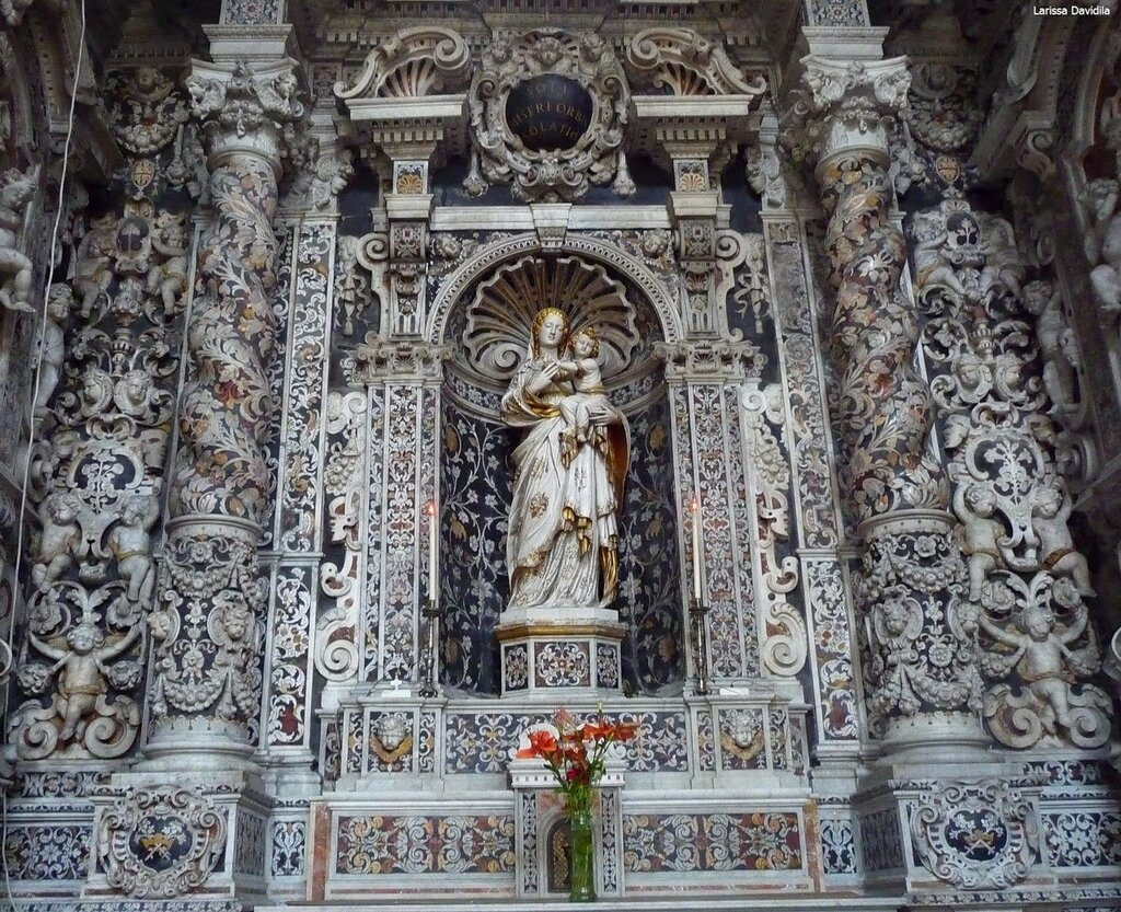 Церковь - выдающийся пример сицилийского барокко.