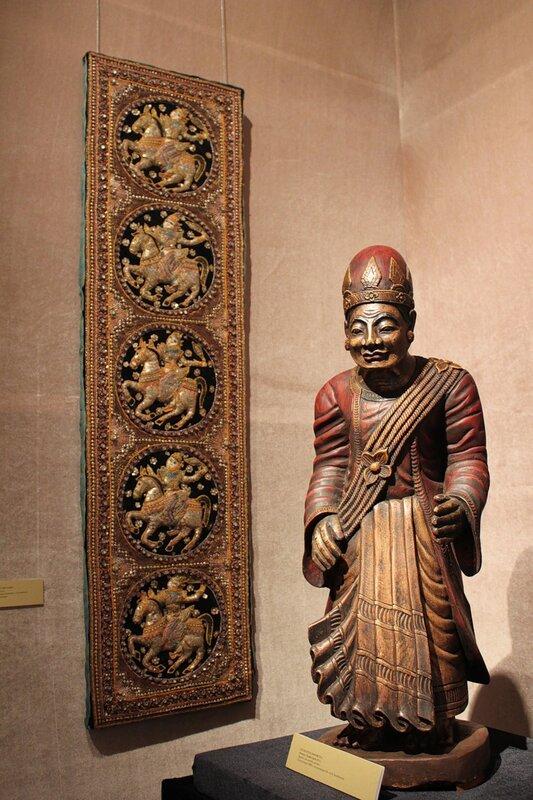 Скульптура министра и панно