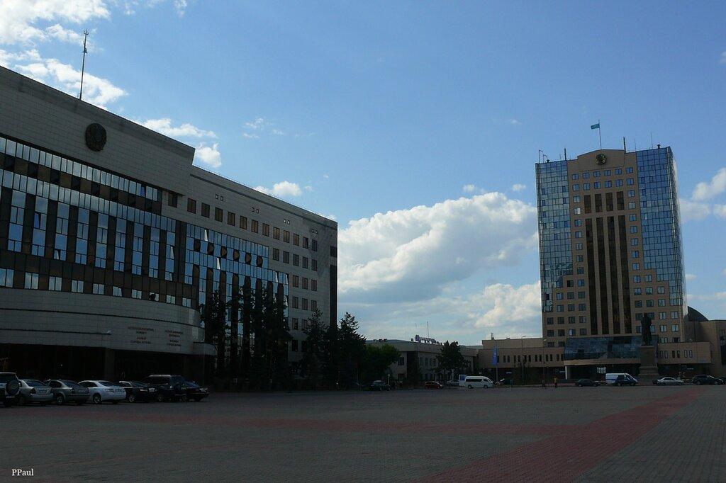 Центральная площадь на правом берегу - отсюда начинала свою судьбу столица...