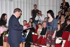 Сергей Дарькин вручил государственные награды заслуженным приморцам в канун Дня России
