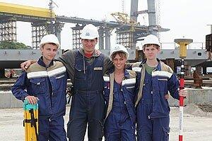 На строительство моста на о. Русский прибыл студенческий отряд