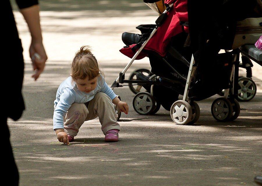мел асфальт рисунки девочка дети