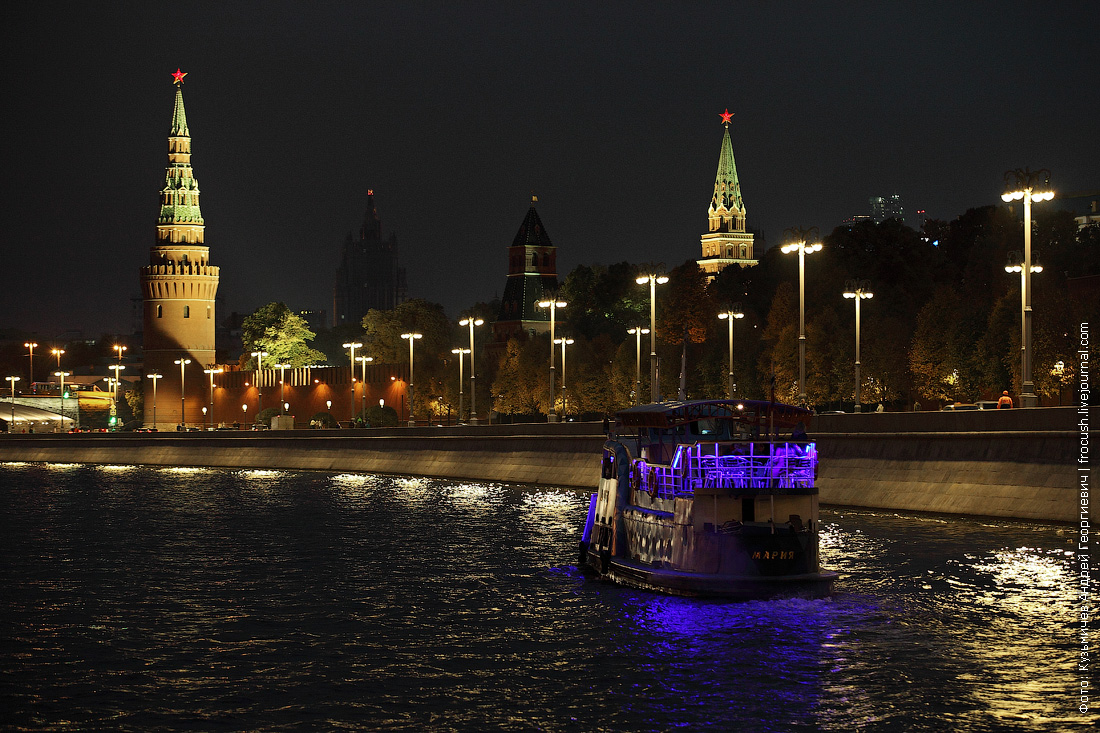 ночная фотография Москвы-реки