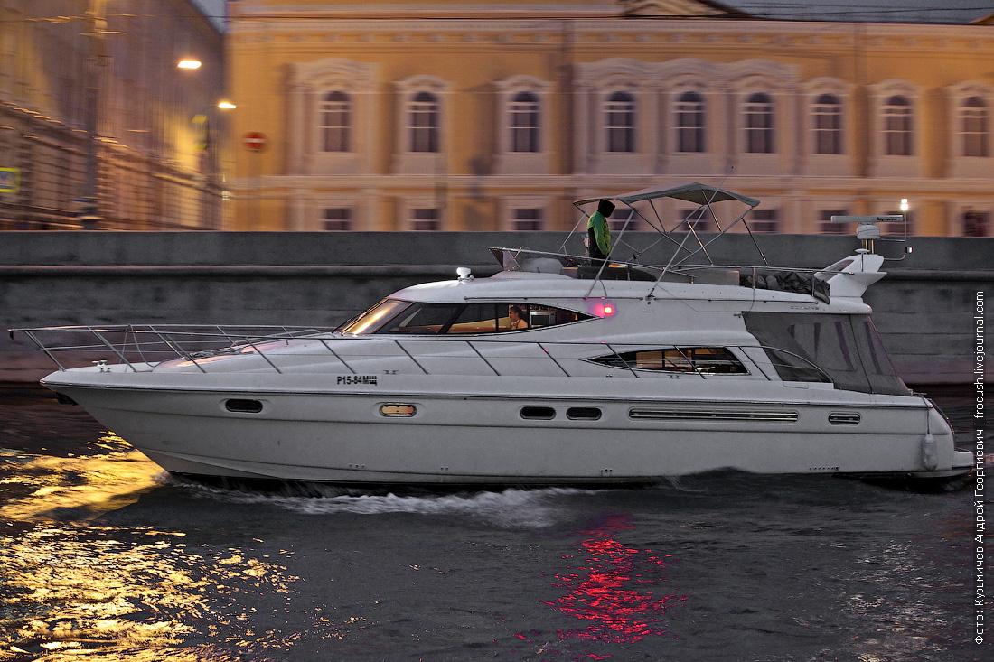 яхта Sealine T52