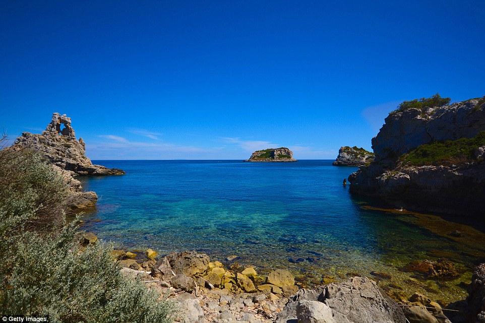Пианоза, заброшенный остров недалеко от берегов Тосканы, где когда-то находилась колония, а теперь с