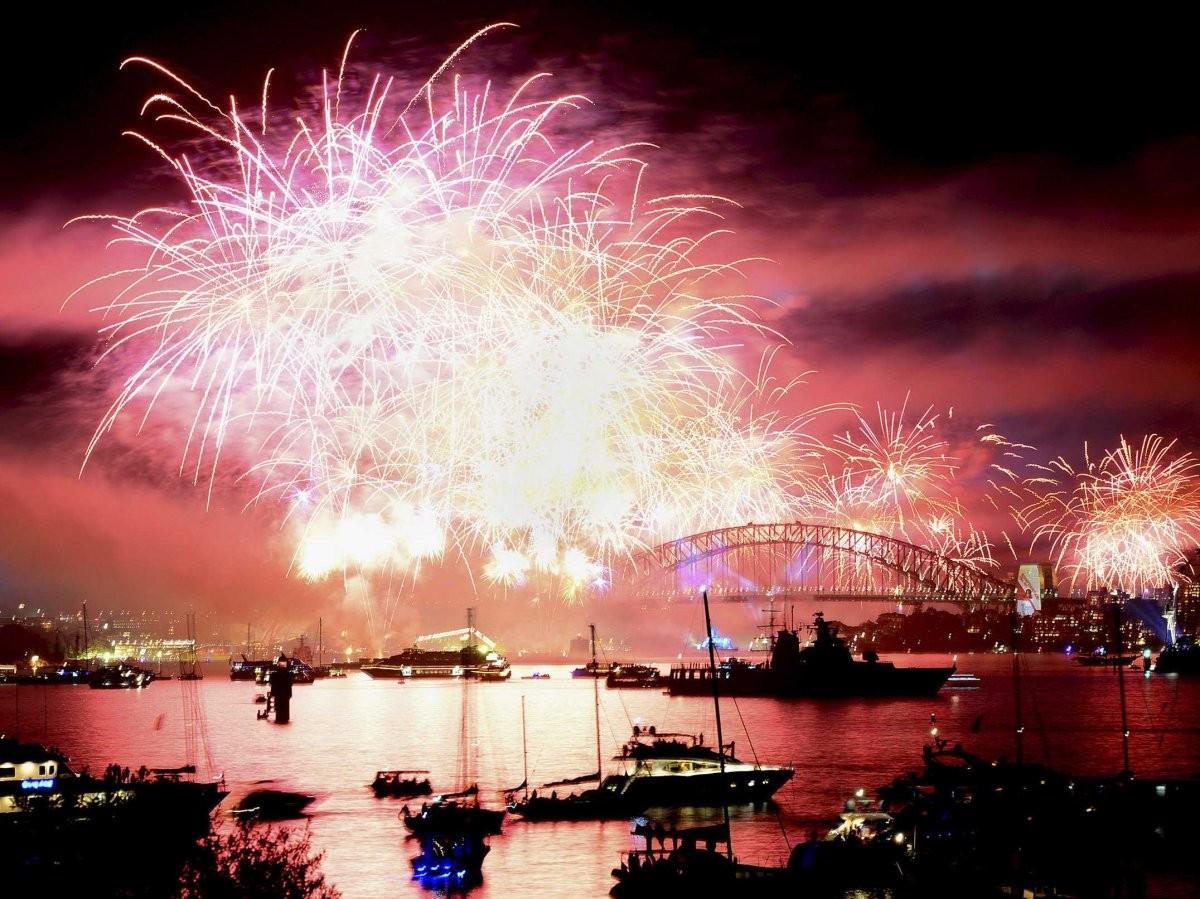 79. Проведите новогоднюю ночь, любуясь фейерверком над Сиднейской гаванью.