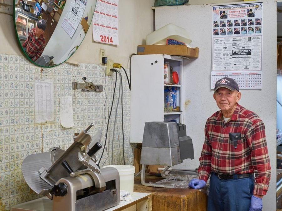 13. Эбби работает в этой мастерской больше полувека.