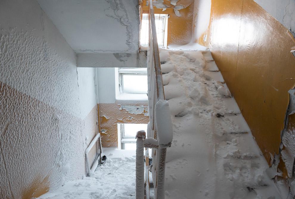 25. В целом, дом не кажется таким уж развалившимся и не пригодным к жилью. Тем не менее, он дав