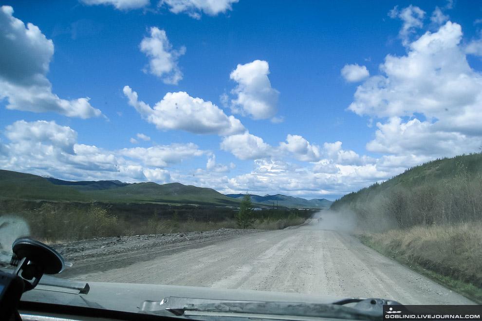 8. Пыль— бич любых грунтовых трасс. И очень часто она является причиной аварий. Впе