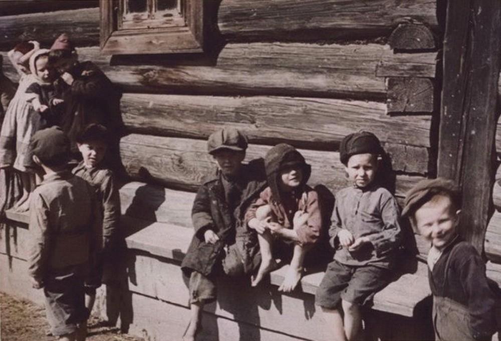 Деревенские дети. 1942 «В поисках интересных сюжетов я прошел гораздо больше, чем мои товарищи. Опер