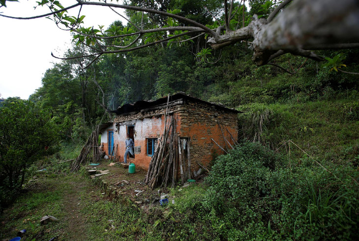 2. Дед Дурга Ками живет в Сьянгджа, примерно в 250 км к западу от столицы Непала Катманду. Хотя мест
