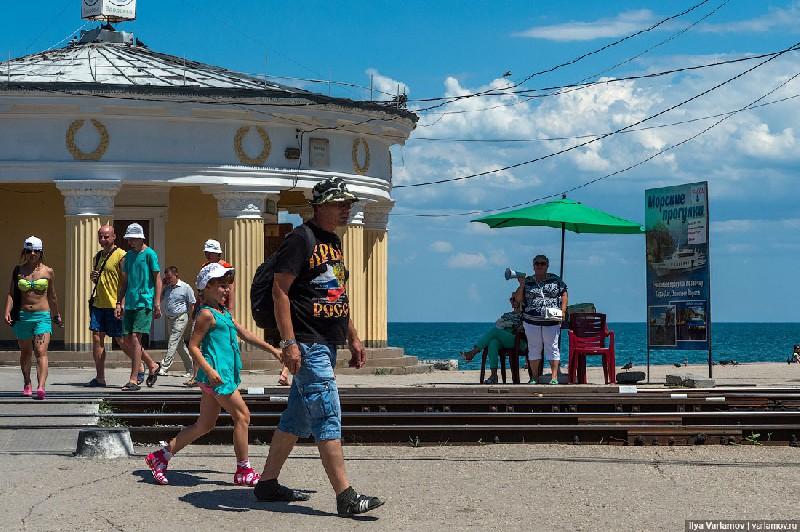 Первым делом в Крым надо купить билет. Цены значительно выше, чем в прошлом году. Тогда они субсидир