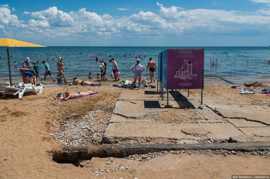 27. Пляж не убирают, ужасно воняет гниющими водорослями.