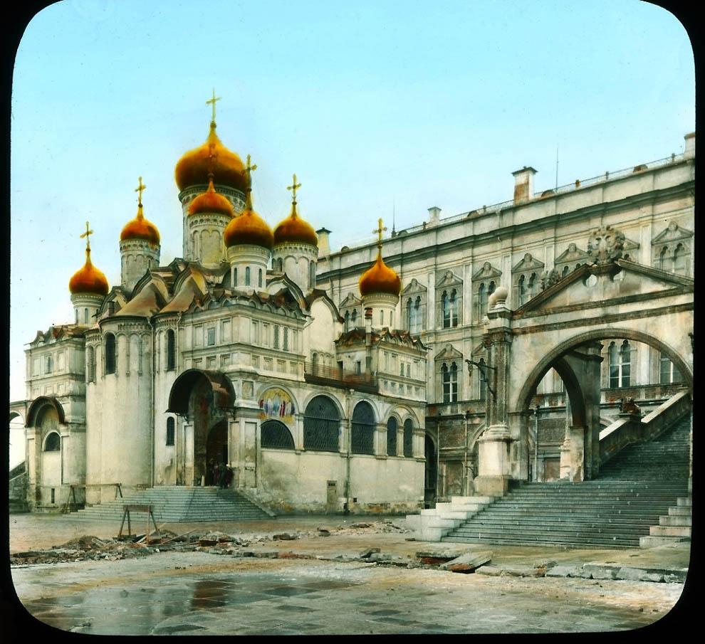 Благовещенский собор Кремля и Красное крыльцо.
