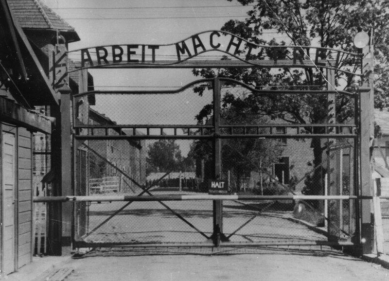 Главные ворота концлагеря Освенцим (Аушвиц-1)