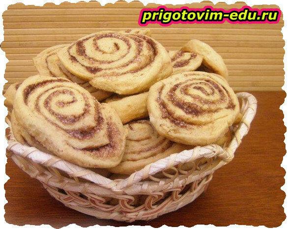 Соленое печенье с соусом из креветок