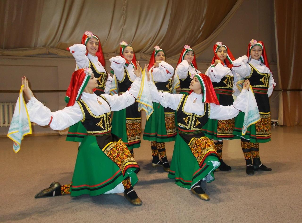Сербский народный костюм для танцев