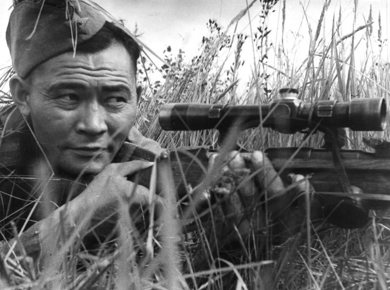 Снайпер Ибрагим Сулейманов. Калининский фр. 43.jpg