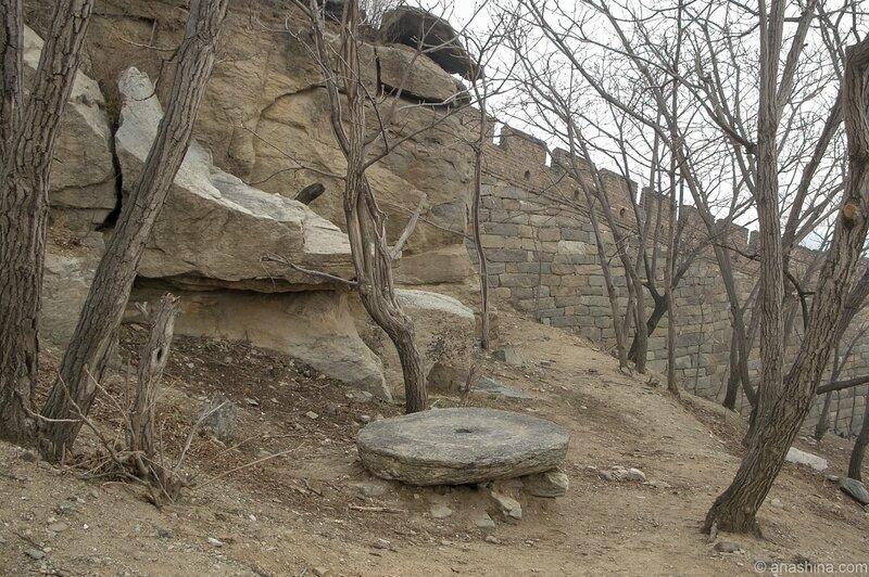 Камни у подножия Стены, Мутяньюй, Великая китайская стена