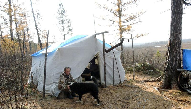 егор у палатки.jpg