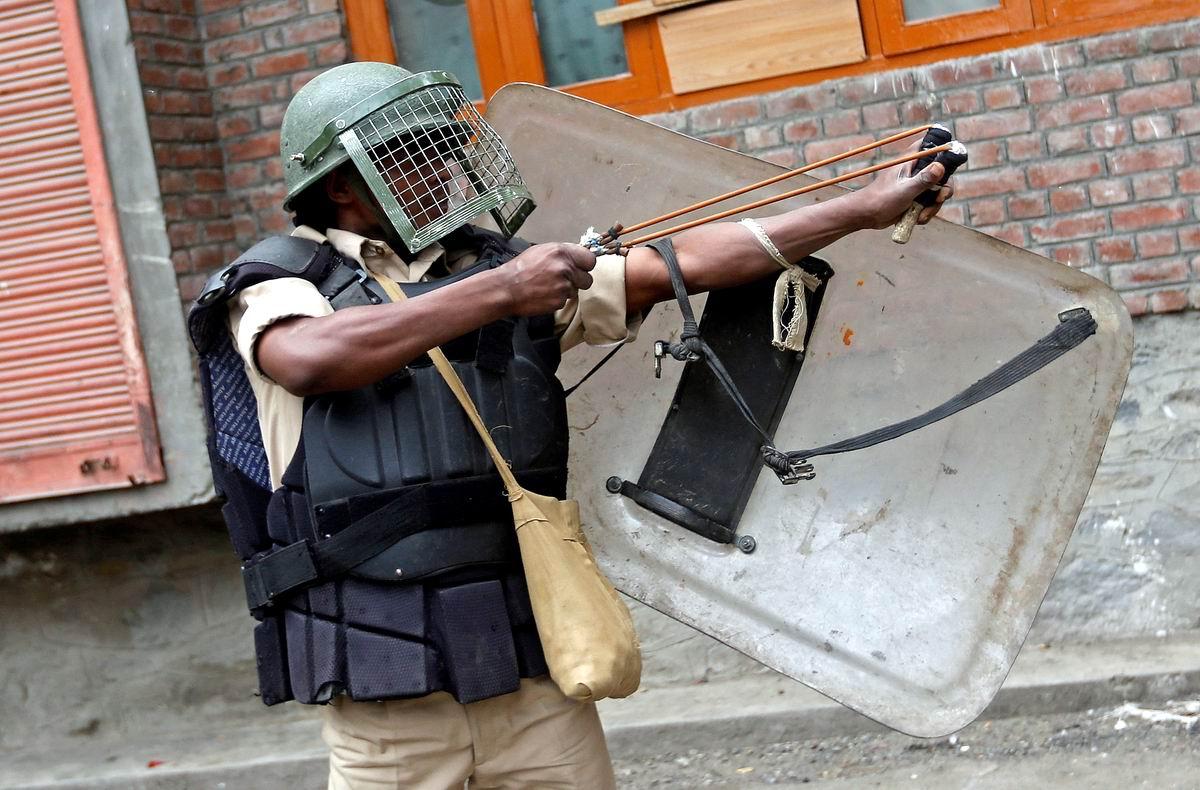 Мушка 15, прицел 120: Боевой стрелок из рогатки из индийского полицейского спецназа