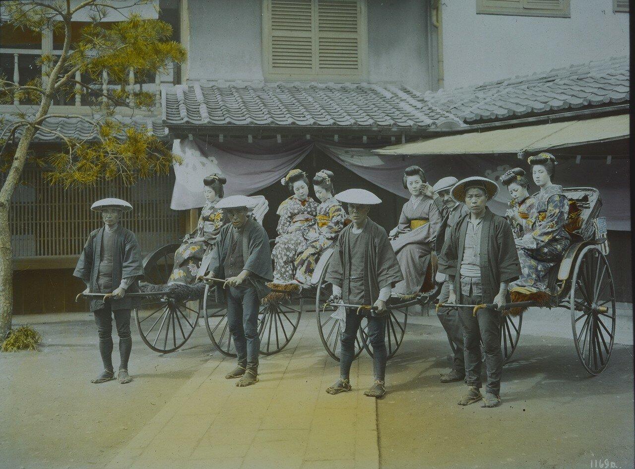 Камакура. Рикши с гейшами