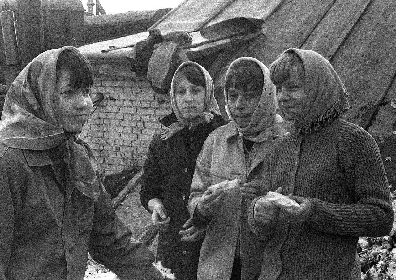 06. Таня Рукавишникова, Таня Краснова, Наташа Бойко и Таня Деменкова